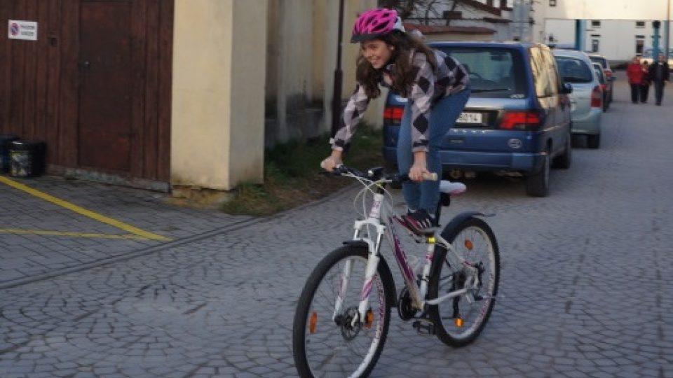 Různým trikům na kole se můžete věnovat na hřišti, ale nikdy ne v běžném provozu