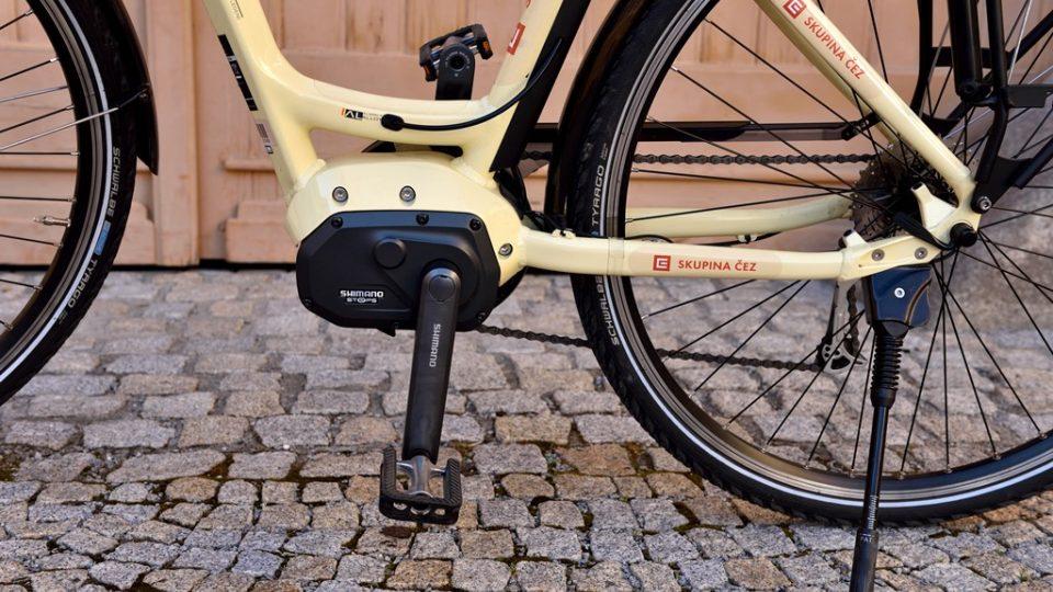 U tohoto elektrokola se motor skrývá ve středu bicyklu, často bývá také zabudován do zadního kola