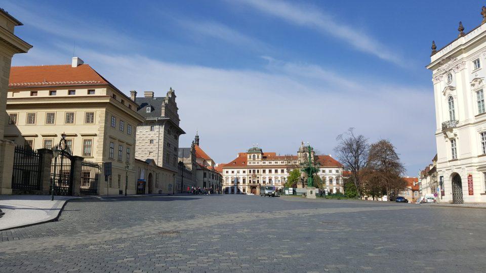 Hradčanské náměstí s mnoha paláci