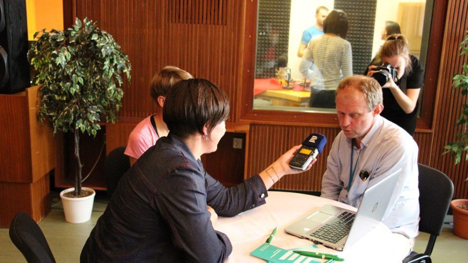Při rozhlasovém workshopu se otočily role, Jan Kopřiva si vyzkoušel, jaké je to na druhé straně mikrofonu