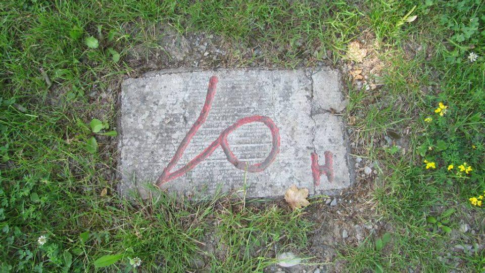Park Hlaholice v Boršově nad Vltavou připomíná nejstarší slovanské písmo