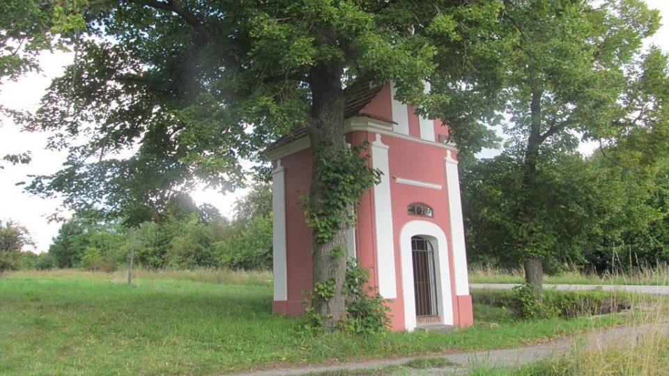 Zde byla obec Podhájí. V roce 1869 tu stálo 55 domů a žilo 408 lidí. Vesnice byla vysídlena a zničena kvůli výstavbě jaderné elektrárny Temelín