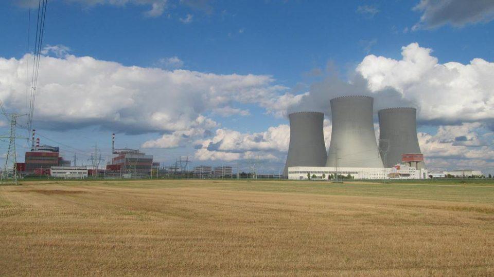 Jaderná elektrárna Temelín. Kvůli ní zaniklo několik obcí v okolí, například Temelínec, Břeží, Křtěnov, Podhájí nebo Knín