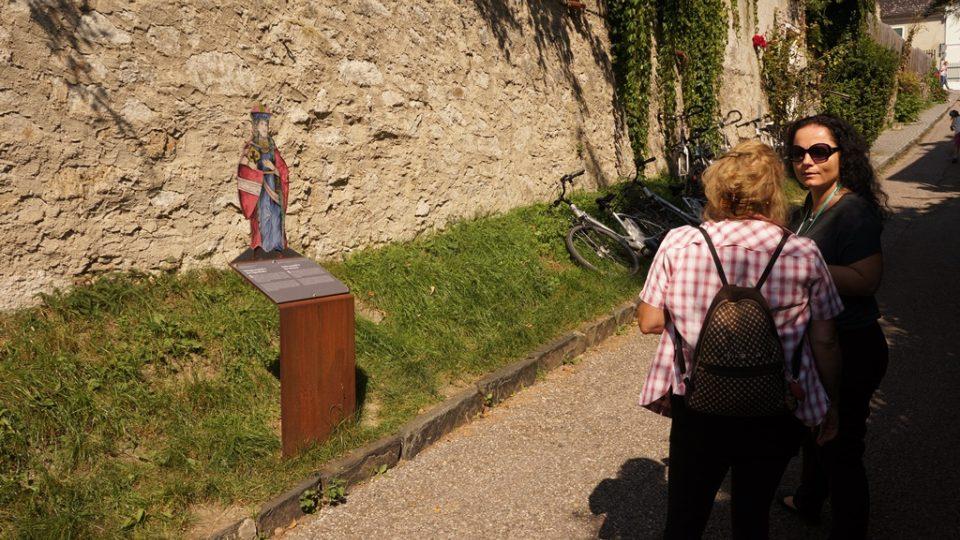 K hradu Dürnstein vede naučná stezka, která ukazuje krásnou vinařskou krajinu a připomíná důležité události evropských dějin