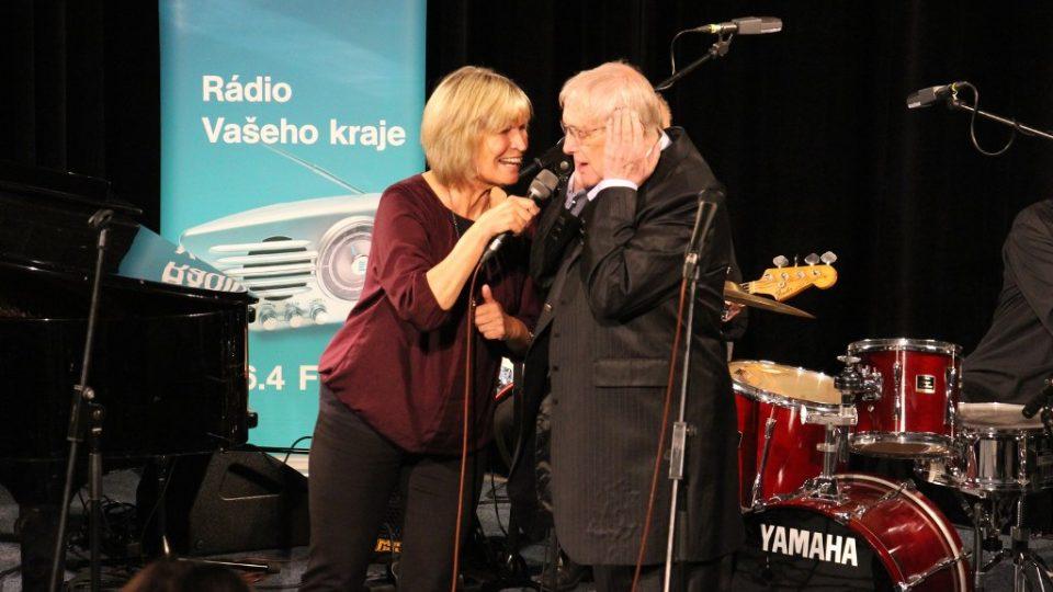 Jitka Molavcová a Jiří Suchý vystoupili ve studiovém sále Českého rozhlasu České Budějovice při veřejné nahrávce