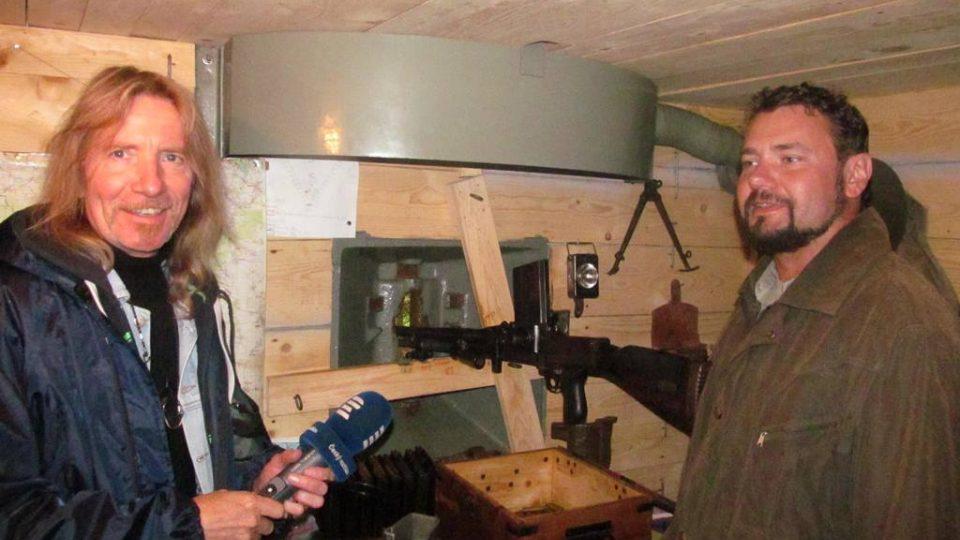 Redaktor Zdeněk Zajíček a Miloslav Sviták z Muzea čs. opevnění Klášter v bunkru u Nové Bystřice