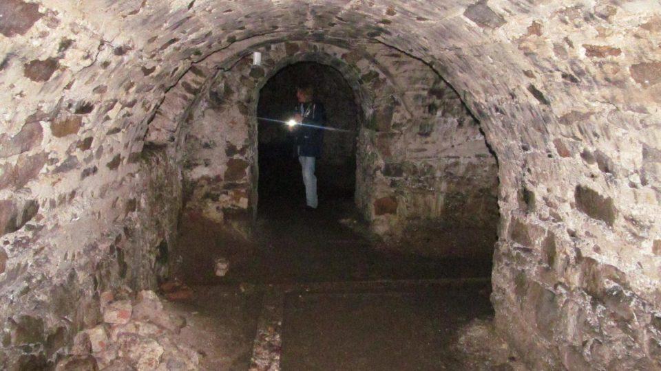 Na prohlídku klášterních podzemních chodeb je dobré se vybavit vlastním světlem a nejít tam o samotě, ale ve skupince