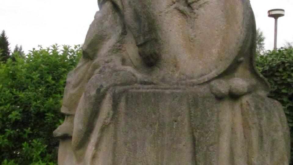 Památník Matěje Kopeckého v Kolodějích nad Lužnicí má za sebou několikeré stěhování i poškození vandalem