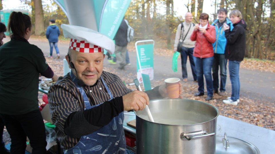 Petr Stupka se svým Kuchařským čarováním na výlovu rybníka Rožmberk