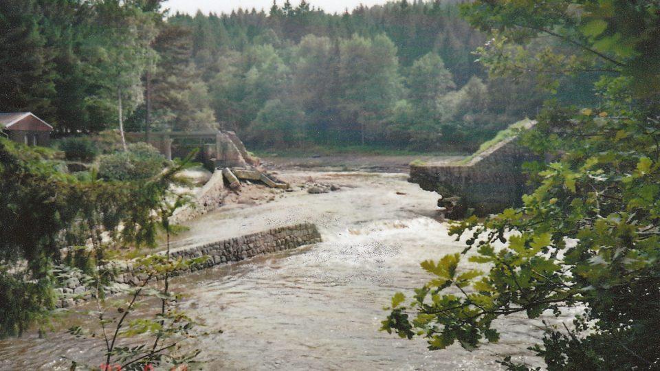 Protržení přehrady 10. 8. 2002