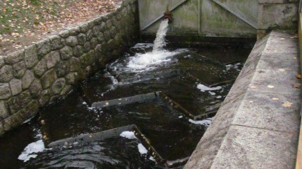 Současná hráz Soběnovské přehrady je betonovou replikou té původní