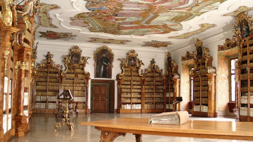 Teologický sál klášterní knihovny ve Vyšším Brodě