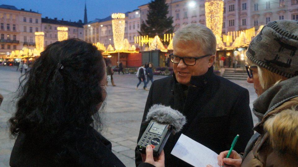 Starosta Lince Klaus Luger při zahájení adventních trhů
