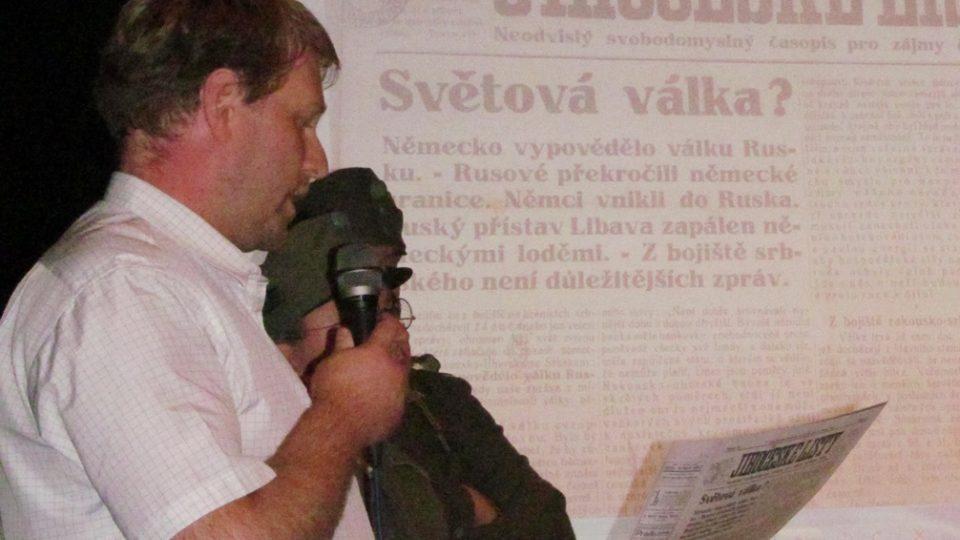 Živé natáčení pořadu Vltavín, který se věnoval období první světové války. Ředitel archivu Daniel Kovář ukázal dobový tisk