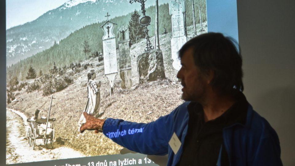 Spoluator knihy Jaroslav Špinar mluví o jedné z nejznámějších fotografií ze Šumavy, Modlitbě pod Javorem