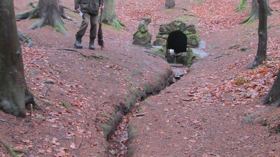 Václav Broukal upsal tomuto lesu podstatnou část života. Díky němu vznikl Svatováclavský pramen