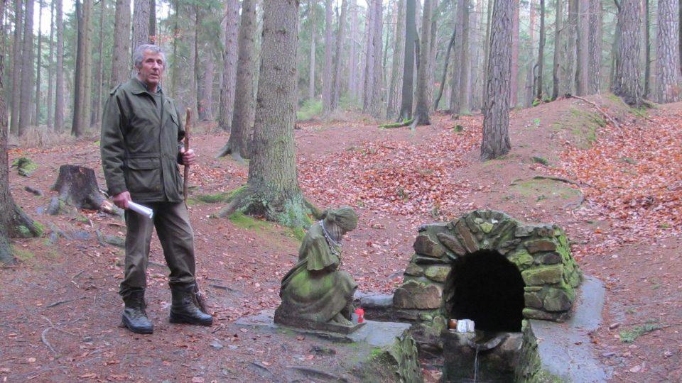 Václav Broukal upsal tomuto lesu podstatnou část života. Stvořil také Svatováclavský pramen