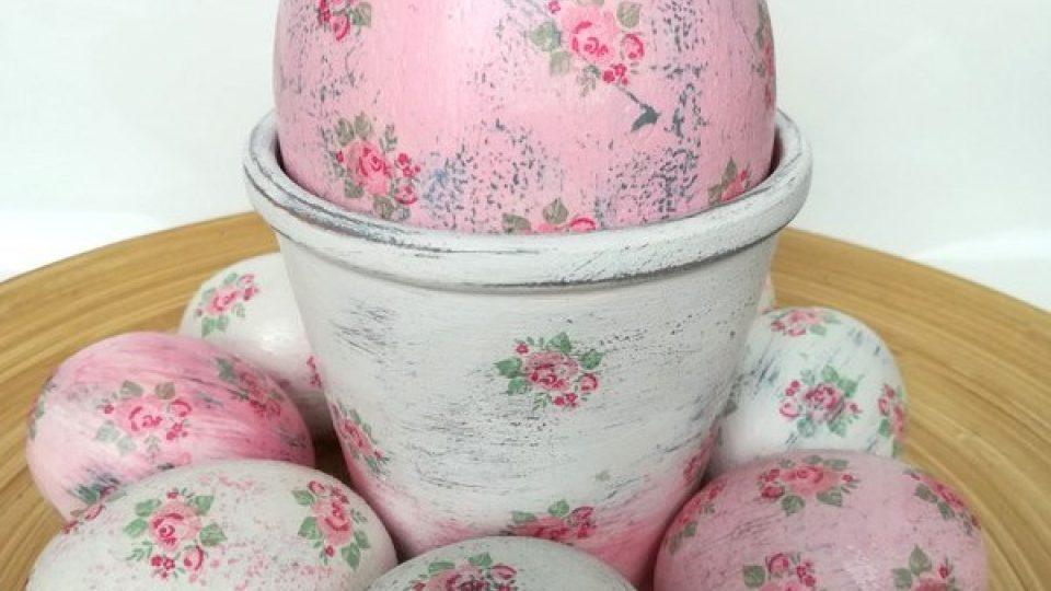 Velikonoční kraslice Moniky Brýdové malované vintage barvami a dozdobené ubrouskovou metodou