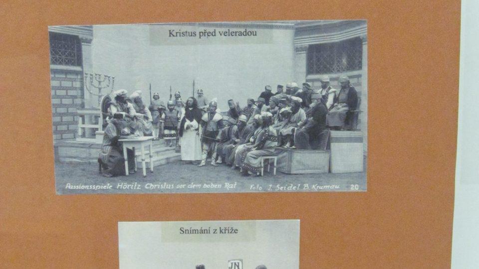 V hořickém Muzeu Pašijových her si můžete prohlédnout fotografie představitelů Krista v letech 1993 a 1947, fotografie zakladatelů her a stavitelů divadla