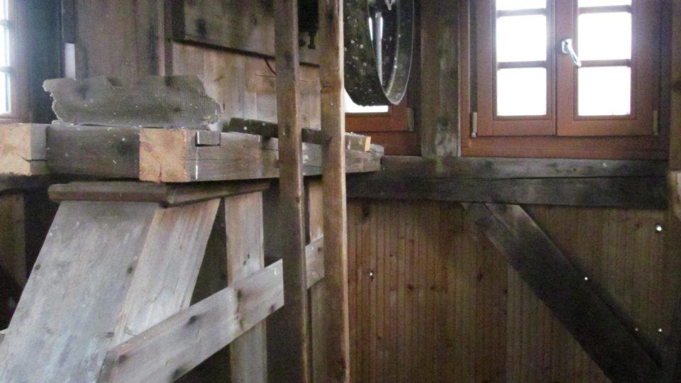 V Muzeu Sýpka v Horní Stropnici se můžete těšit na autentické zemědělské stroje, funkční technologii skladování obilí, kouřící milíř a vlastní rozhlednu
