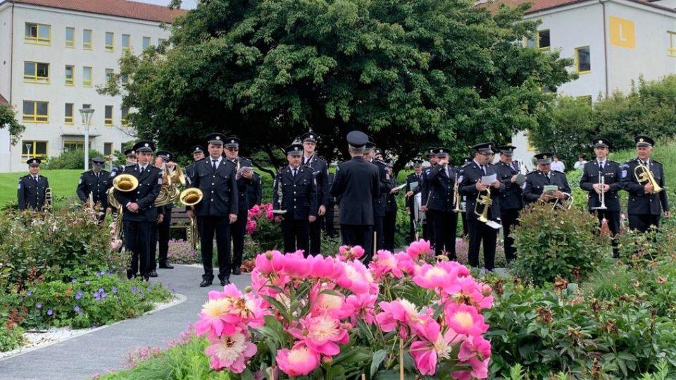 Koncert Hudby Hradní stráže a Policie České republiky v areálu českobudějovické nemocnice
