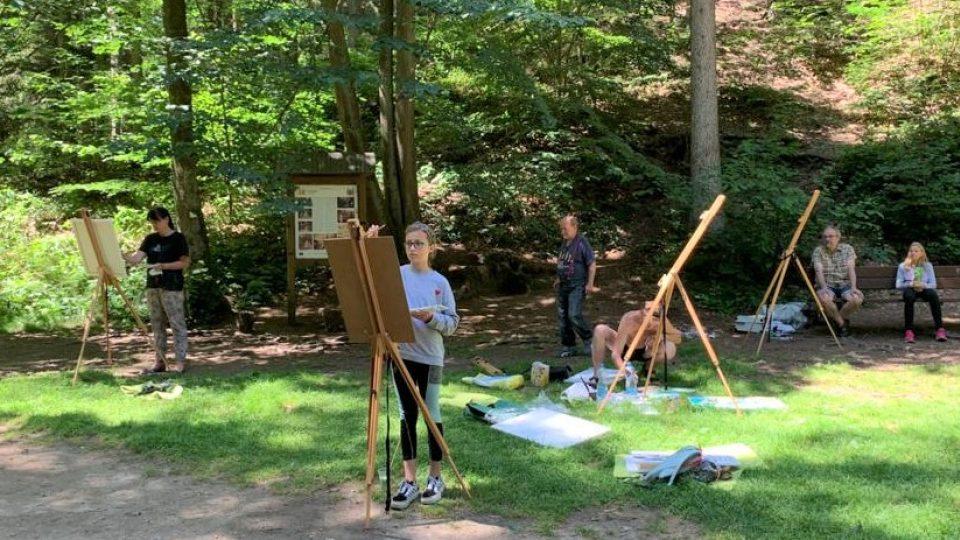 Na výtvarných kurzech v Nových Hradech a okolí lidé malovali zdejší přírodu