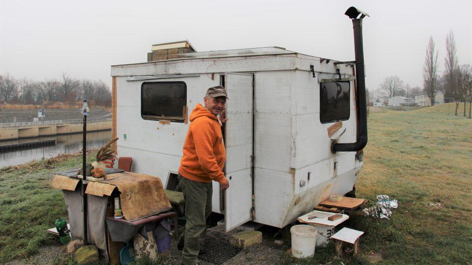 Zdeněk Bálek, který žije sám v karavanu u řeky Vltavy u Českých Budějovicích si přál novou autobaterii na pohánění své domácnosti. Přání mu splnili zaměstnanci rozhlasu