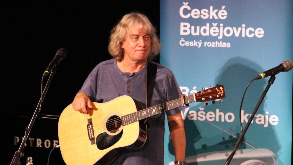 Pavel Žalman Lohonka vystoupil s kapelou Žalman a spol. ve studiovém sále Českého rozhlasu České Budějovice