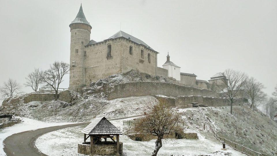 Muzejní spolek, který vlastnil Kunětickou horu, byl proti stavbě můstku