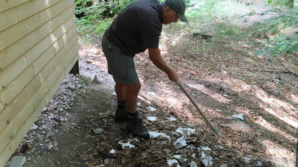 Zaměstnanci Národního parku Šumava ročně vysbírají stovky tun odpadků
