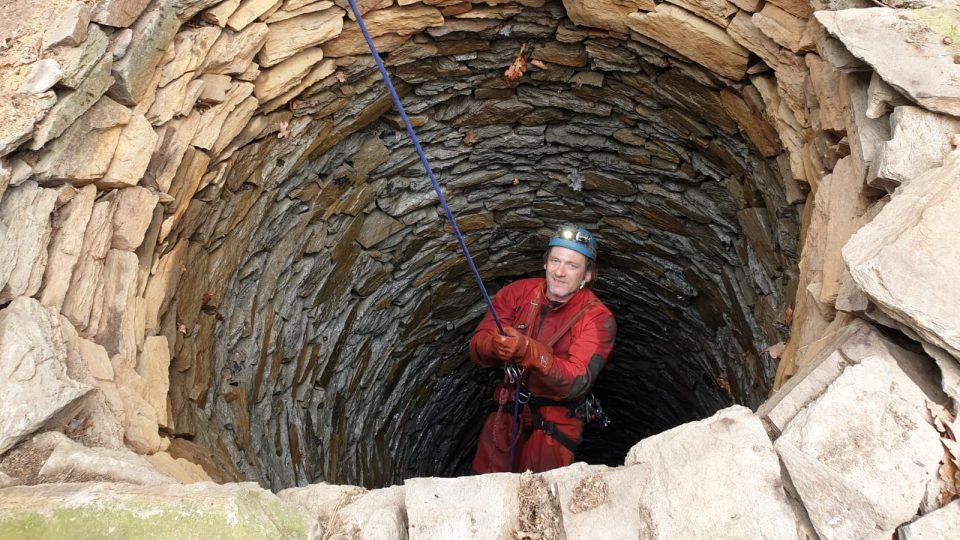 Odborníci téměř po sto letech znovu zkoumali studnu v údajném rodišti Jana Žižky v Trocnově na Českobudějovicku