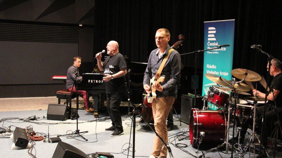 Peter Lipa s AMC Trio ve studiovém sále Českého rozhlasu České Budějovice