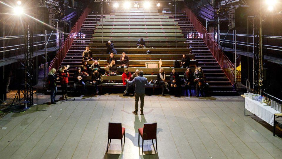 Divadelní areál Bouda vyrostl na Mariánském náměstí v Českých Budějovicích. Jihočeské divadlo v něm v rámci oslav 100. výročí odehraje 36 představení