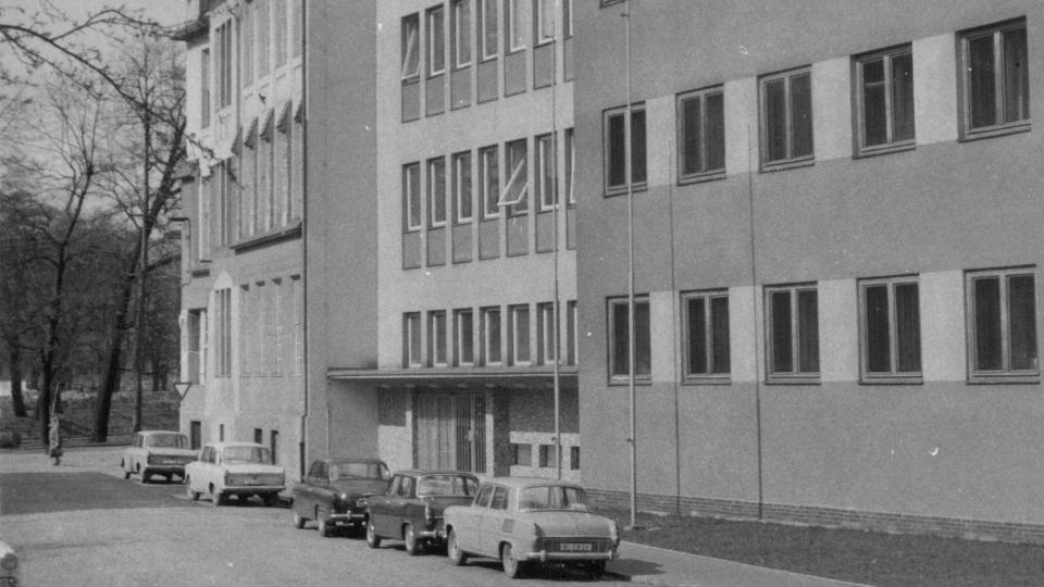 Budova Českého rozhlasu České Budějovice v roce 1975