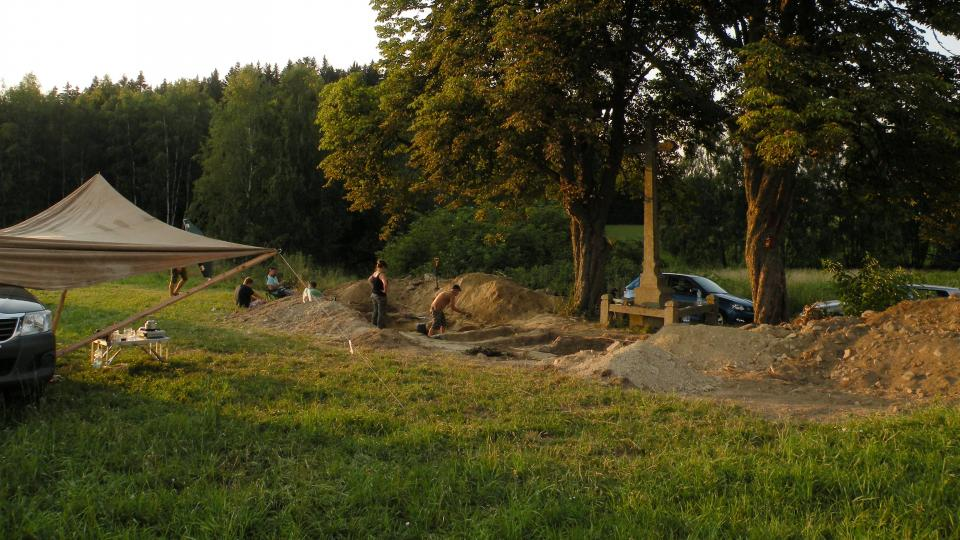 Archeologové u Blata na Novobystřicku našli neoznačené hroby několika civilistů z konce druhé světové války