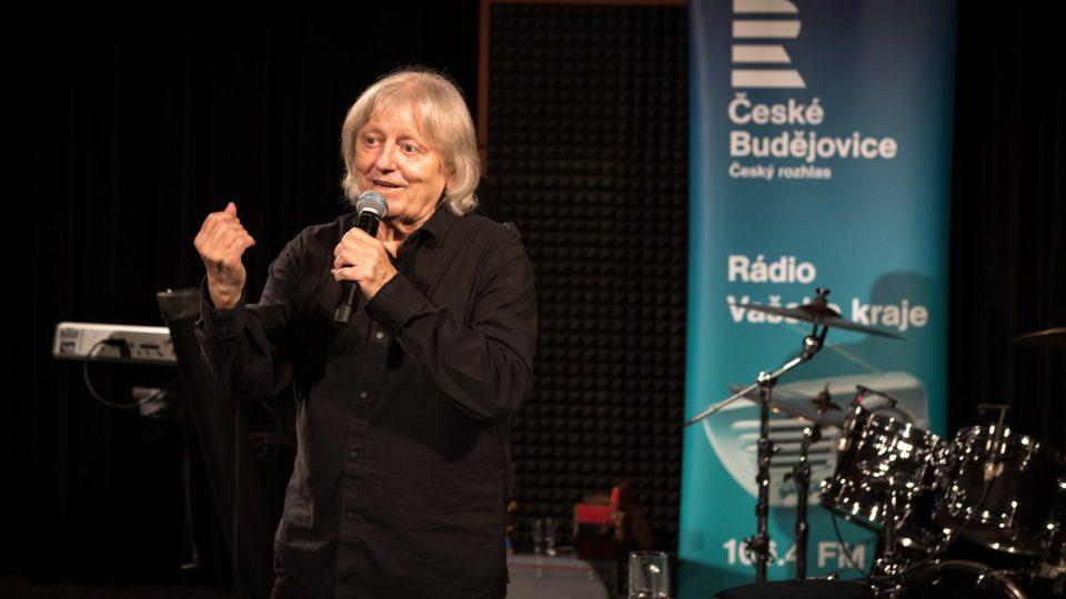 Koncert Václava Neckáře se skupinou Bacily se stal jedním z  vrcholů podzimní sezony v Českém rozhlase České Budějovice