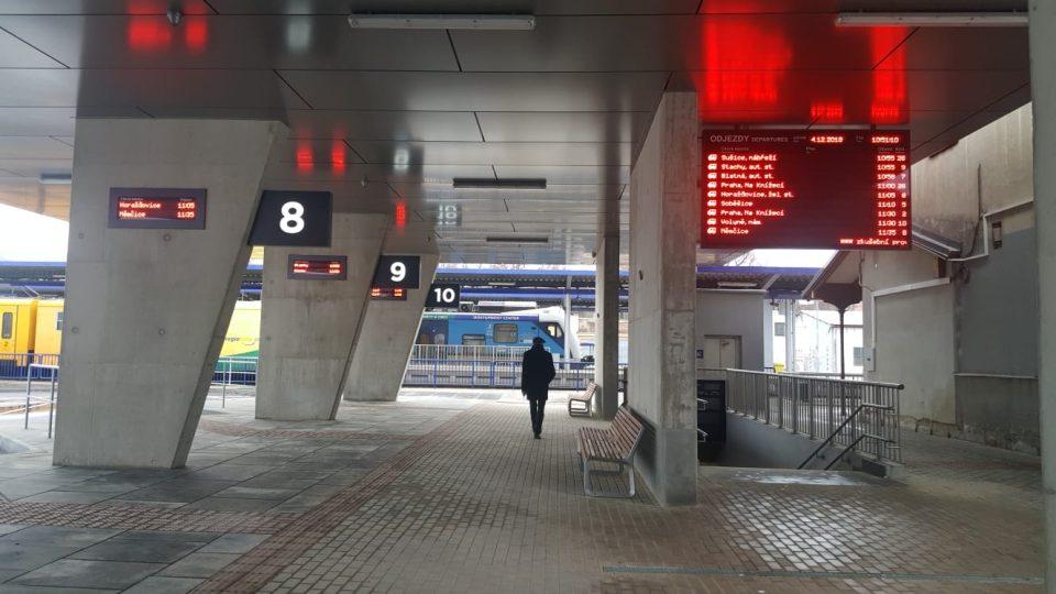 Vedle vlakového nádraží vznikl ve Strakonicích nový dopravní terminál pro autobusy