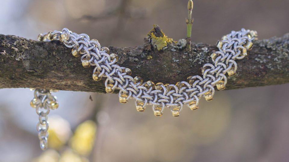 Andrea Vachová z Nových Hradů vytváří kovové šperky