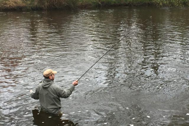 Zahájení pstruhové sezóny u řeky Vltavy ve Zlaté Koruně