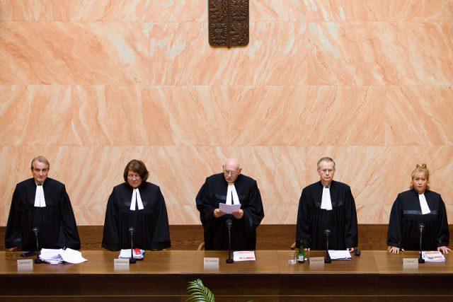 Ústavní soud v čele s předsedou Pavlem Rychetským vyslovuje svůj verdikt
