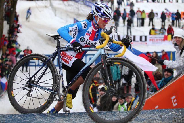 Kateřina Nash  (ČR) během závodu žen MS v cyklokrosu 2010. | foto: Tomáš Adamec