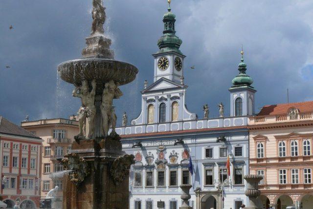 České Budějovice: náměstí Přemysla Otakara II., Samsonova kašna a radnice
