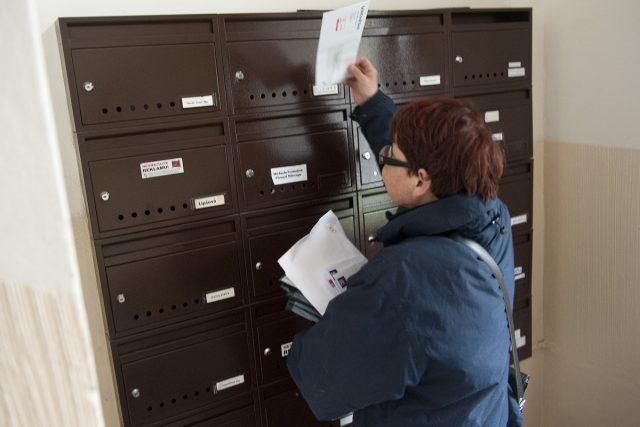 Pošťák, poštovní doručovatel (ilustrační foto)