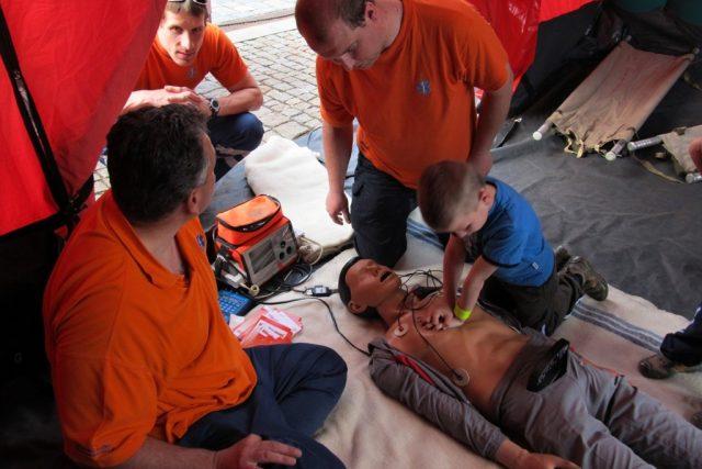 Ukázky poskytování první pomoci