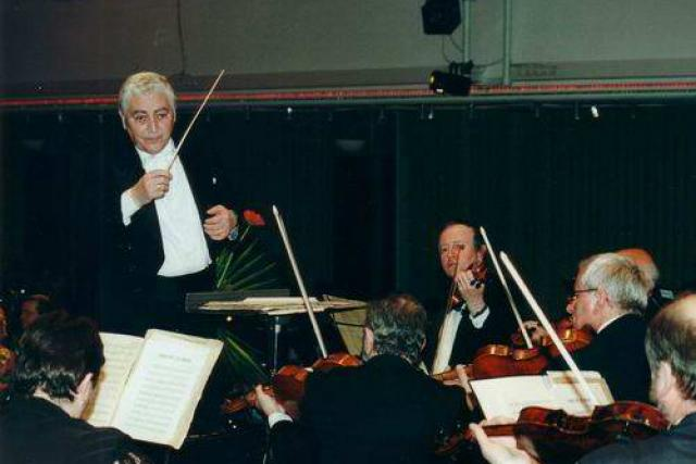 Dirigent Třebňského lázeňského symfonickoého orchestru Jaroslav Kohout