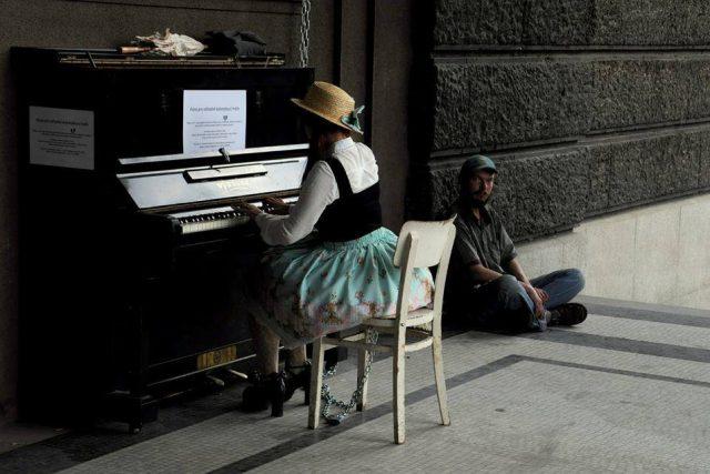 Piána na ulici