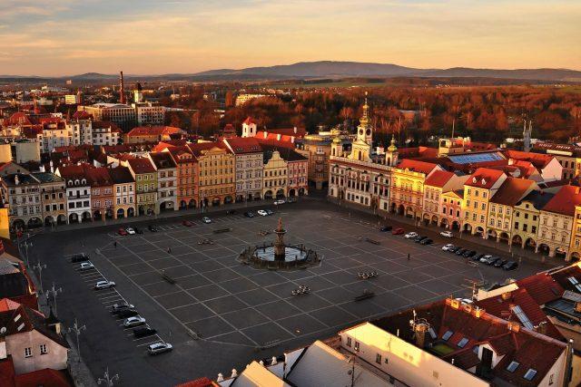 Východ slunce nad Českými Budějovicemi v první jarní den