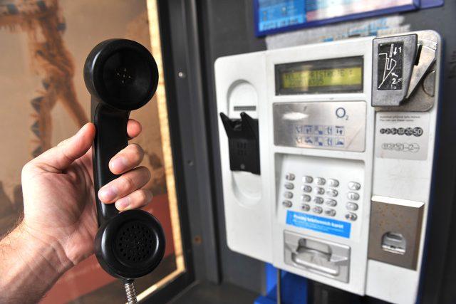 Telefonní budka, telefon, O2, veřejný telefonní automat