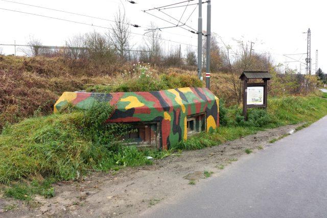 Bunkr v Borovanech Němci neodstřelili díky tomu,  že stojí u železniční trati | foto: Filip Černý, Český rozhlas