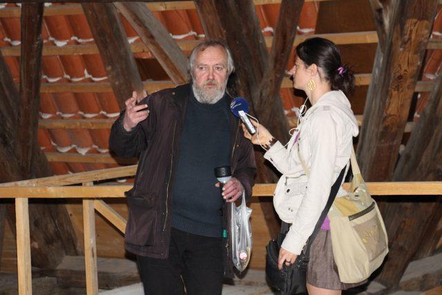 Na půdě kostela Obětování Panny Marie natáčela Romana Lehmannová a kostelníkem Jiřím Míchalem